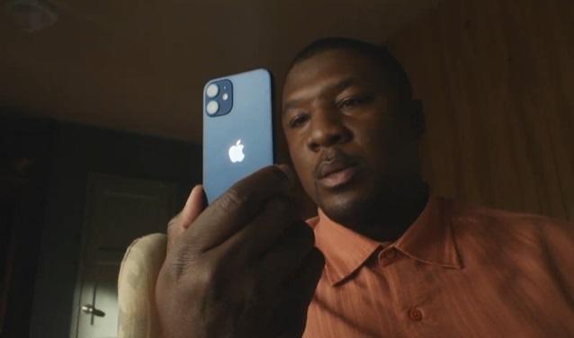 O modelo mini do iPhone 12.