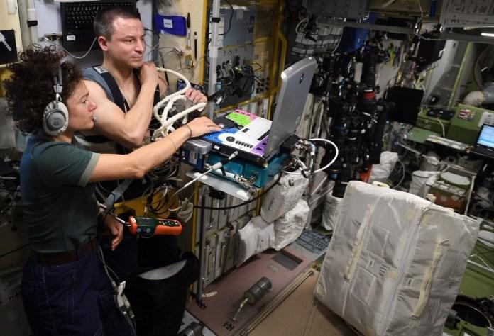 O astronauta Andrew Morgan participa de um dos estudos a bordo da ISS.