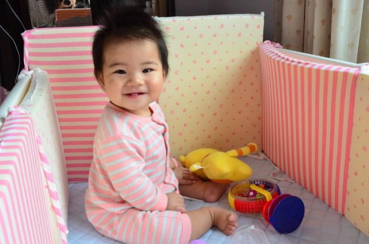 『育兒用品_USmammy』抗菌防蟎調溫多功能床圍,安心保護小孩子的活動空間。