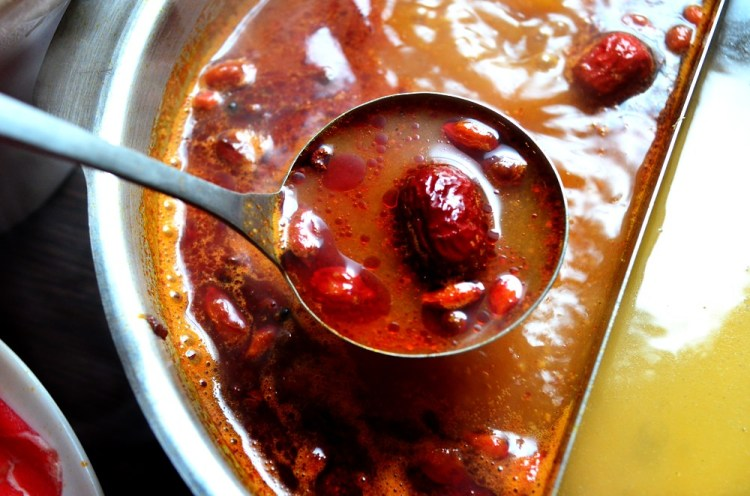 田中美食_森北海道鍋物 超大牛排!超顯辣,湯頭卻能喝的鴛鴦鍋。