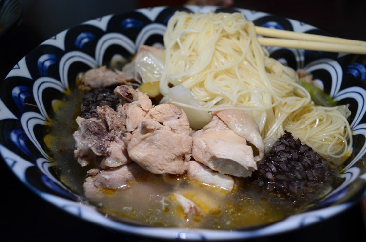 員林美食_珍寶南洋風味料理│一碗滿滿配料的麻油雞麵線百元有找,多種南洋風味料理等你品嘗!