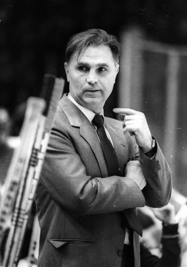Punakoneen kanssa kaiken mahdollisen voittanut Viktor Tihonov on kiekkovalmennuksen suurimpia legendoja.