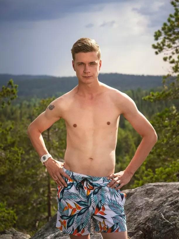 """Jesse, 25, Tampere: """"Voin kertoa, että täällä on kuumempi kuin pizzauunissa, kiitos teille siitä! Mut onneks mä tulin tänne viilentää teidän ilmapiirii."""""""