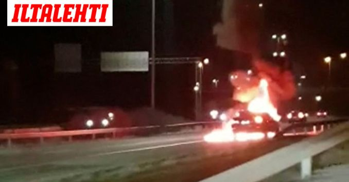 """Henkilöauto roihusi Kehä kakkosella Espoossa: """"Näytti että kaista oli tulessa"""""""