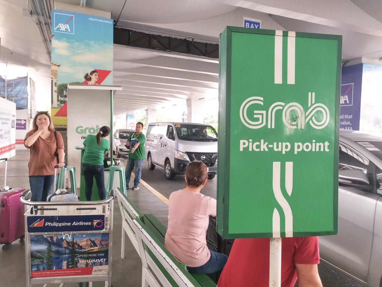 馬尼拉機場出境大廳出去左轉就可以看到Grab的上車點