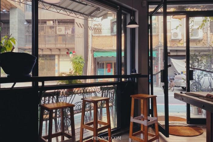 忠孝復興咖啡廳|think cafe,擁有文青魂搖滾樂的老宅咖啡