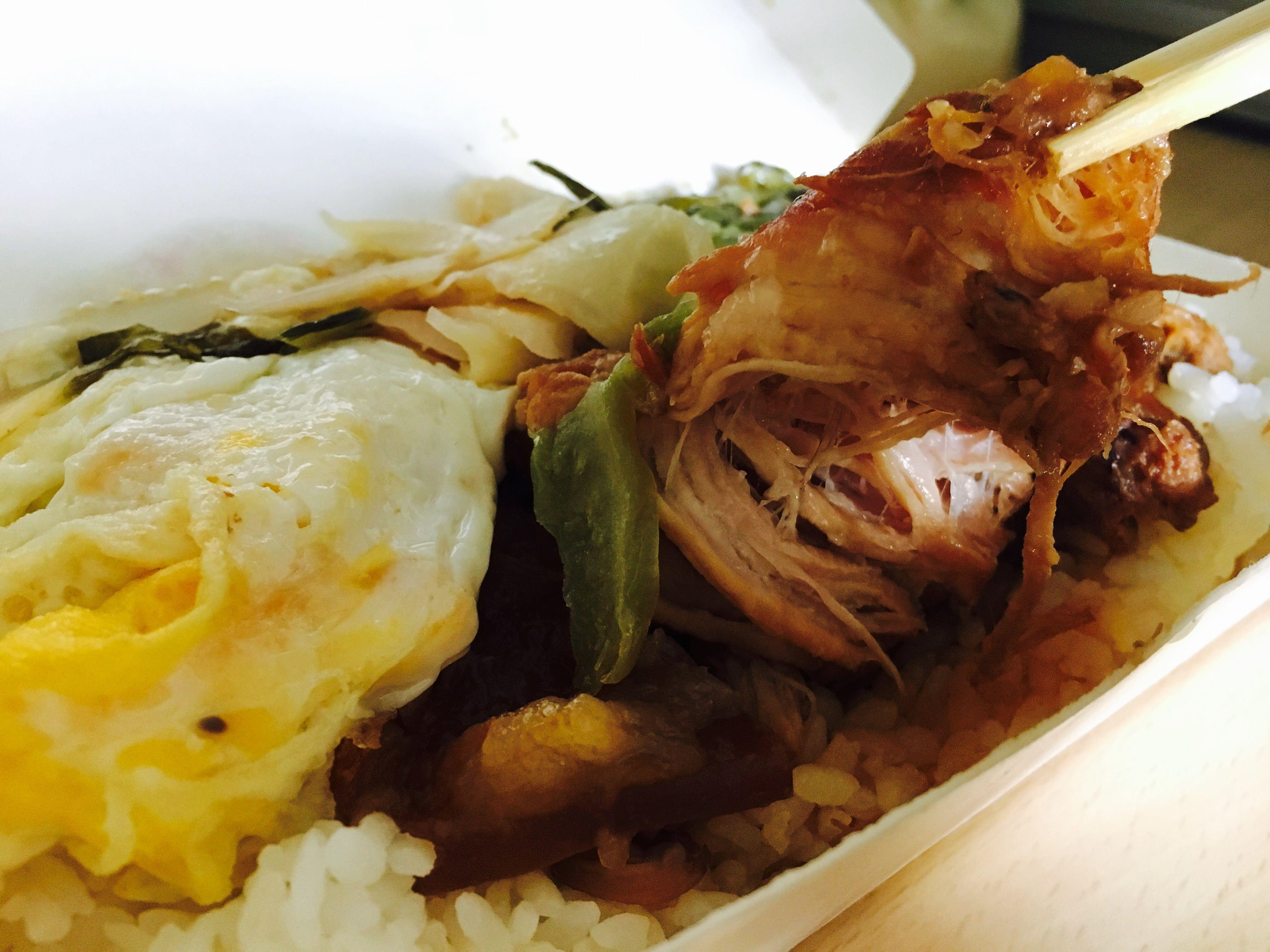 【高雄美食】華喜爌肉飯,五甲排隊老店一份只要60元,超邪惡入口即化控肉,可自選肥中瘦肉