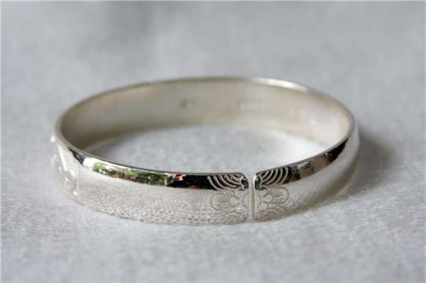 生活小常識:銀飾變黑是什麼原因 銀飾變黑怎麼清洗 - 愛我窩