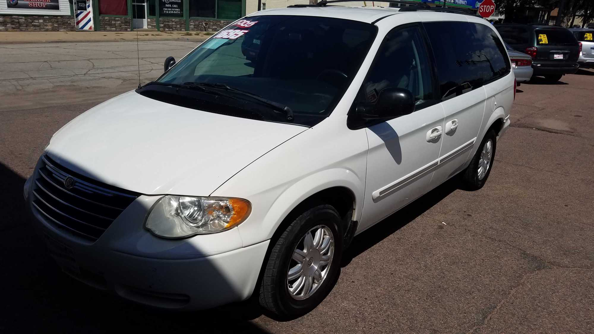 hight resolution of chrysler town country 2005 1695 00 incacar com
