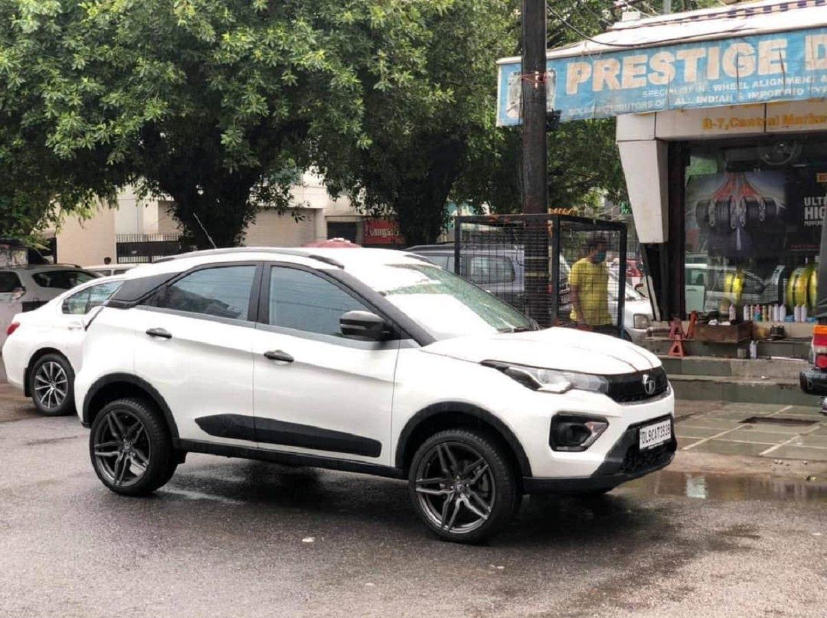 Base-spec Tata Nexon Facelift Looks Flamboyant With 18-Inch Alloy Wheels