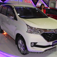 Grand New Avanza Ngelitik Veloz 2016 Toyota Front Quarter 1 At The 2015 Iims
