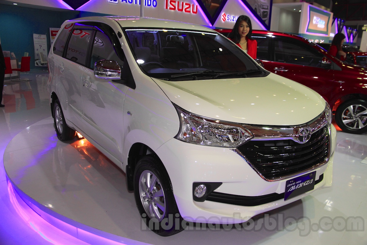 grand new avanza serayamotor e dan g toyota front quarter 1 at the 2015 iims