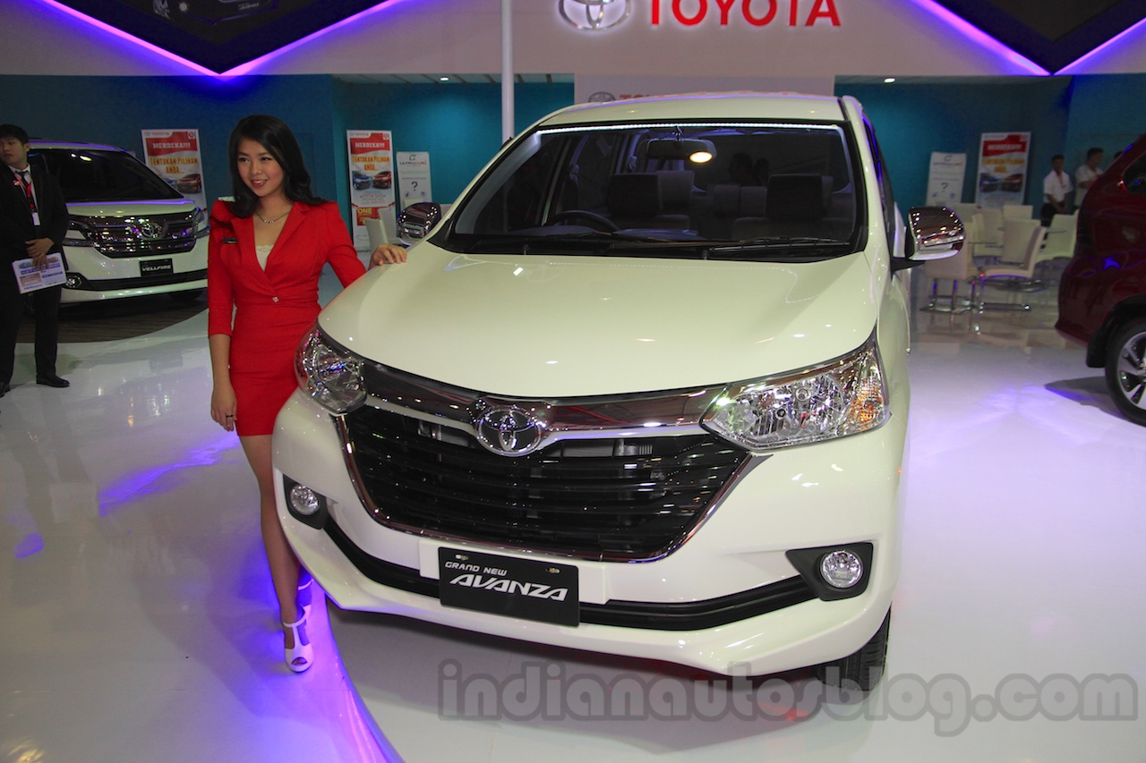 grand new avanza veloz matic reset ecu toyota front quarter at the 2015 iims