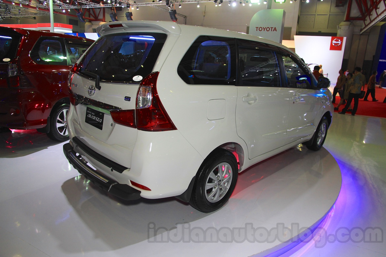 grand all new avanza 2016 vs veloz toyota and iims 2015 live rear three quarter at the