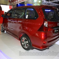 Berat Grand New Veloz Pajak Avanza 2018 Toyota Rear Three Quarter At The 2015 Iims