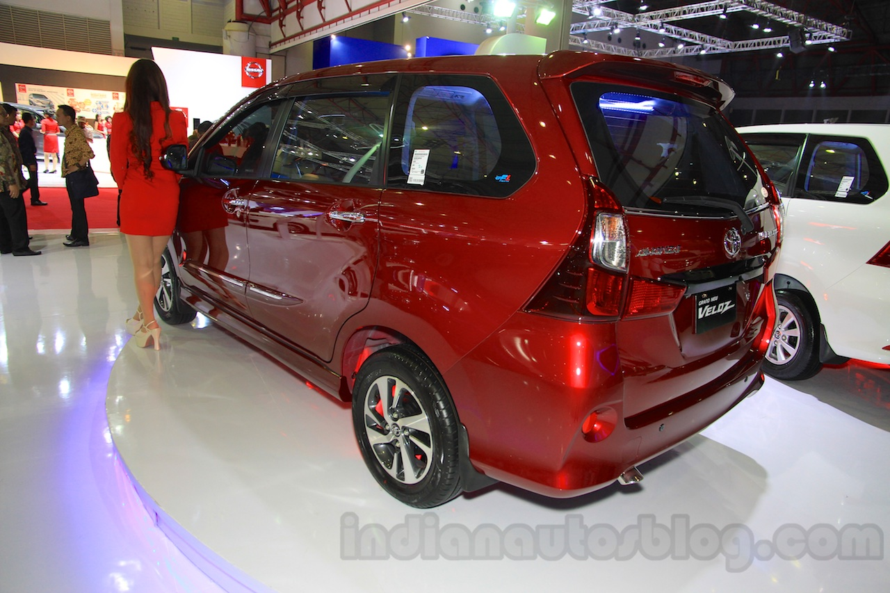 grand new avanza e 2015 veloz 1300 toyota rear three quarter at the iims