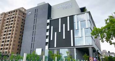 [台中南屯]秀泰廣場文心店,位在豐樂公園旁,富科技感外觀的娛樂基地。