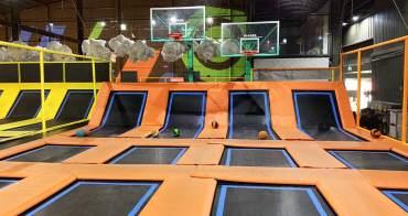 [台中南屯]空氣基因彈翻健身中心,彈跳床結合球類運動適合親子同樂,刺激好玩又能健身喔。