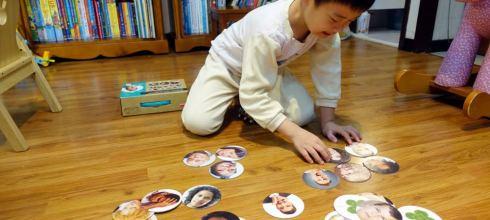 不要再說孩子白目 西班牙akros感統教玩具-情緒表情桌遊拼圖 陪孩子一起察言觀色