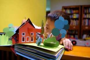紙雕大師Robert Sabuda的Ten Horse Farm三D立體找找書|還有白雪公主及睡美人