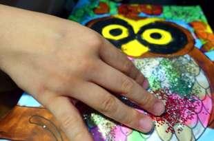 【居家感統遊戲】觸覺敏感孩子可以玩的美術遊戲分享|心理影響生理的走鐘小人