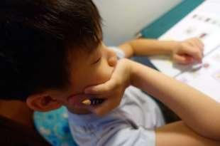 適合3歲以上小孩:動動腦來思考|Kumon功文教材遊戲書(英文版)|創造力與分類配對
