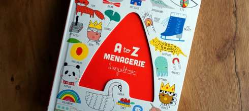 2歲以上共讀|超可愛畫風 A to Z Menagerie硬頁字母操作書