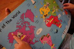 適合小小孩的世界翻翻書●Lift-the-flap Questions and Answers about our World~~