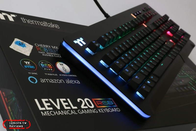 曜越 Thermaltake Level 20 RGB 電競鍵盤評測,鋁金屬上蓋搭側邊RGB幻彩燈光更有質感