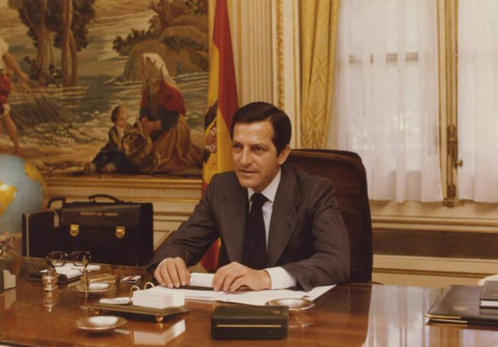 Adolfo Suárez toma posesión de su despacho de Presidente del Gobierno en 1976