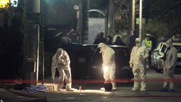 https://i0.wp.com/img.irtve.es/imagenes/dos-neonazis-amanecer-dorado-asesinados-junto-oficinas-del-partido-atenas/1383356993898.jpg