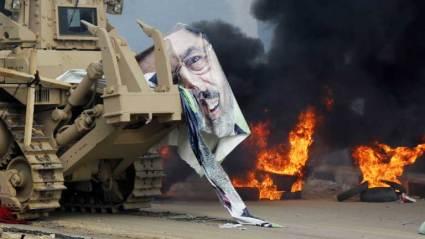Egipto se sume en la violencia tras el sangriento desalojo de las acampadas islamistas