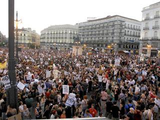 Ver vídeo  'Los manifestantes aceptan la visita del papa, pero de forma austera'