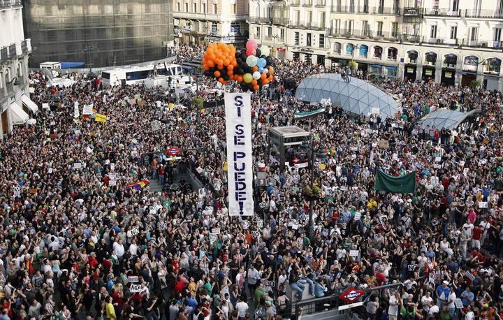Manifestantes de las marchas del 12M con el lema 'Sí se puede'.