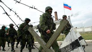 Ver vídeo  'Putin finaliza las maniobras militares en Rusia pero mantiene las intervención en Crimea'