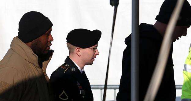 El soldado Bradley Manning llega a las instalaciones de Fort Meade para asistir a las audiencias previas al juicio