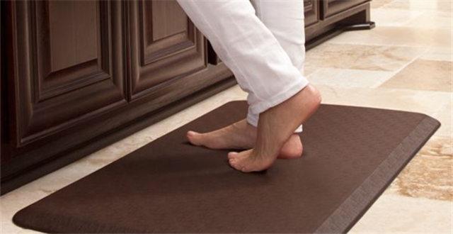 kitchen gel mats hanging lights for 全美暢銷的gelpro凝膠墊 它是這樣生產的 itw01 厨房凝胶垫