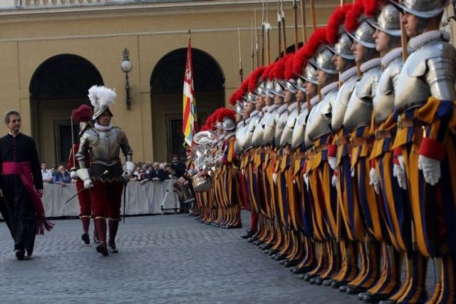 Swiss Guards 12 pics  Izismilecom