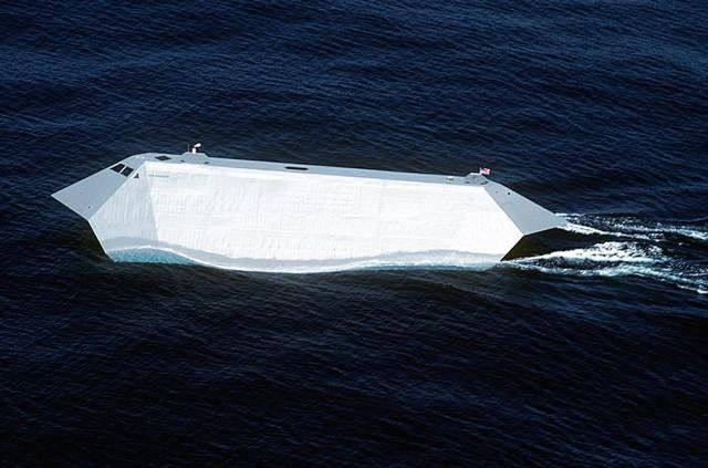 Sea Shadow - Stealth ship! (8 pics)