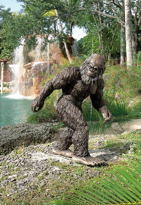 Weird and Unusual Garden Sculptures 16 pics  Izismilecom