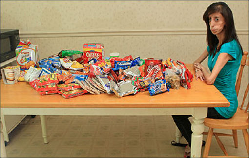 21-Year Old Woman Needs to Eat 60 Meals a Day! (17 pics)
