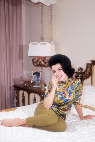Vintage Seductive Starlets Lounging in Bed 40 pics