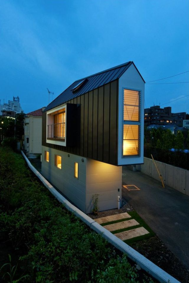 The Narrowest House in the World 13 pics  Izismilecom
