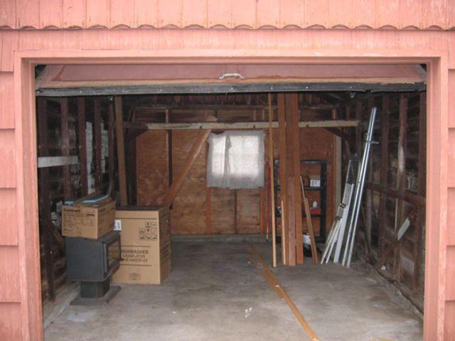 Old Garage Turned into a Little House 14 pics  Izismilecom