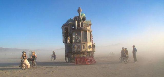 Incredible Steampunk House on Wheels 6 pics  Izismilecom
