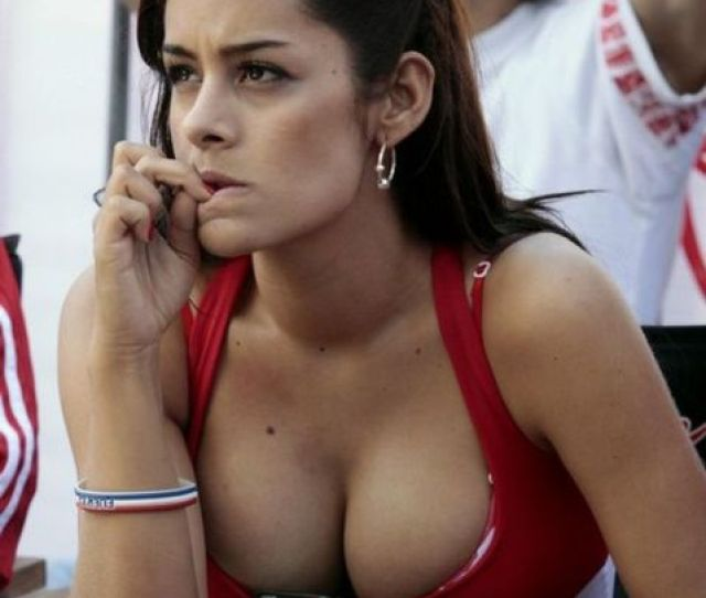 23 Hot Girls Spotted In The 2010 World Cup Stands