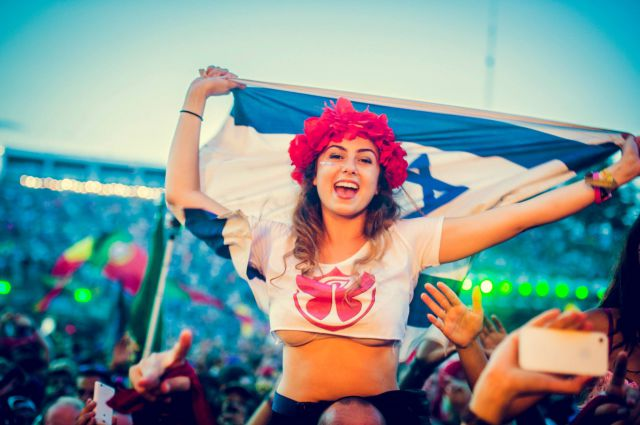 Cute And Funny Cat Wallpaper Ladies Of Tomorrowland 2014 44 Pics Picture 39