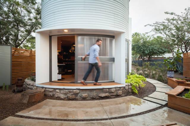 Inventive Architect Turns a 1955 Grain Solo into a Compact