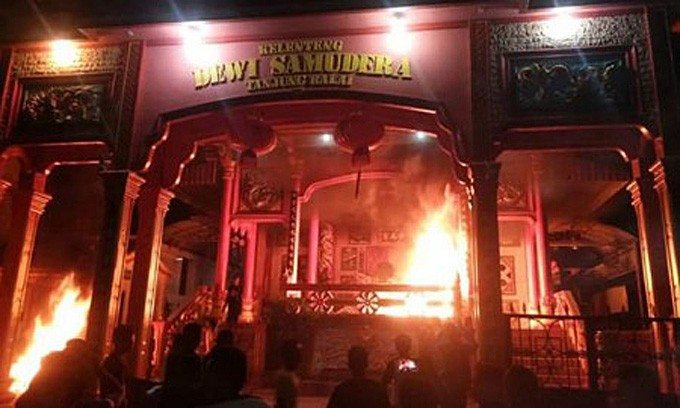 Vihara, pagodas burned down, plundered in N. Sumatra