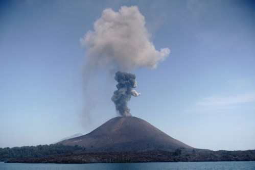 small resolution of tsunami survivors recall higher waves louder rumbles brighter lava from anak krakatau